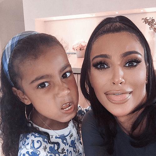 Фото и видео из аккаунта инстаграм Kim Kardashian